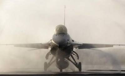 US eyeing 100 F - 16s fighters for India along with production line in India
