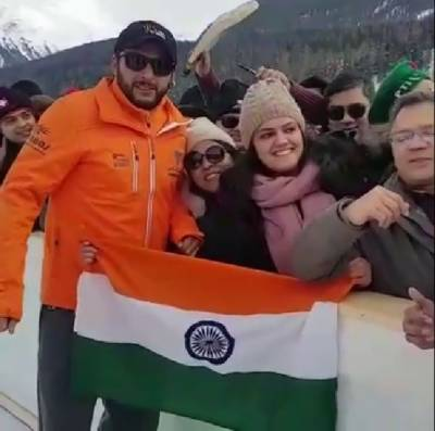 Shahid Afridi snubs Indian fan before photo for holding his national flag upside down