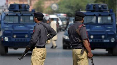 Police arrest 15 criminals in Larkana