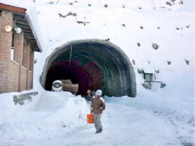 Lowari Tunnel closed, Chitral cut off from Pakistan