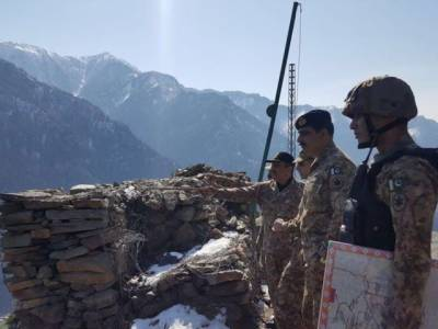 Commander Rawalpindi Corps visits forward troops at Neelum valley