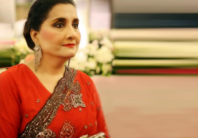 Singer Naheed Akthar awarded by Punjab govt for her services