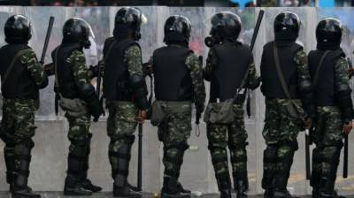 VIDEO: Maldives Army throws MPs out of Parliament