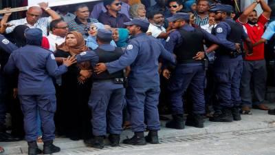 Police arrest 25 people in Maldives