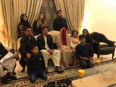 Twitterati felicitate Imran Khan on third marriage