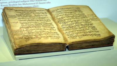 Manuscripts of an 800 year old Quran Kareem exhibited in Turkey