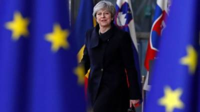 Britain suggests longer Brexit transition