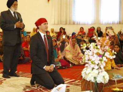 Justin Trudeau visits Golden Temple in Amritsar, holiest site in Sikhism