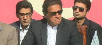 Nawaz destroying institutions to conceal his theft: Imran Khan