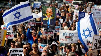 Protests in Tel Aviv demanding corrupt Israeli PM Netanyahu's resignation