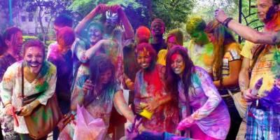 Hindu community celebrates Holi at PNCA