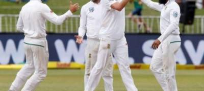 Australia remain on top but Morkel cuts through tail