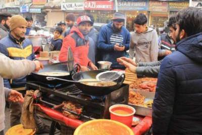 Strict punishment should be awarded to unhygienic food sellers : Dr Waseem