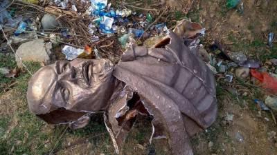 Statue vandalism sparks political violence in India