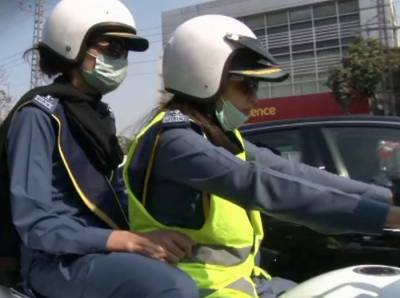 Women traffic wardens in Lahore defying stereotypes