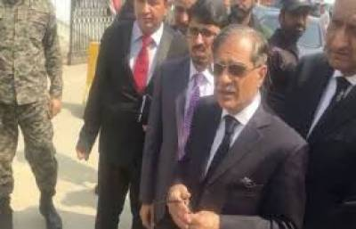 CJP pays surprise visit to public hospitals, medical college in Lahore