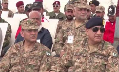 COAS General Bajwa visits operational area on eastern border