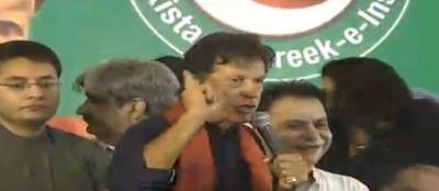 An attempt to hit Imran Khan with shoe thwarted in Faisalabad