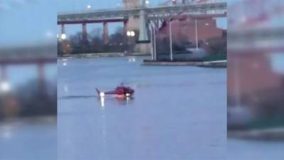 VIDEO: US chopper crashes in New York East River