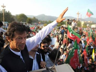 Another attempt to hit Imran Khan with shoe foiled