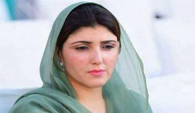 PTI disgruntled MNA Ayesha Gulalai attacked with eggs and tomatoes
