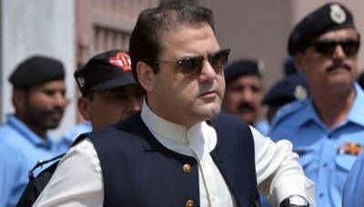 Kulsoom Nawaz doing better but treatment continues: Hussain Nawaz