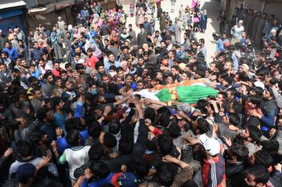 Shafat Wani: Thousands of Kashmiri bury the martyred son of soil wrapped in Pakistani flag