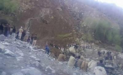 Landslide plays havoc in northern areas