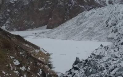 Experts' team visits Khurdopin Glacier