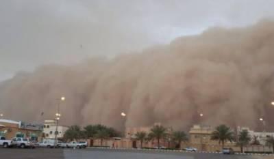 Horrifying sand storm hits Saudi Arabia