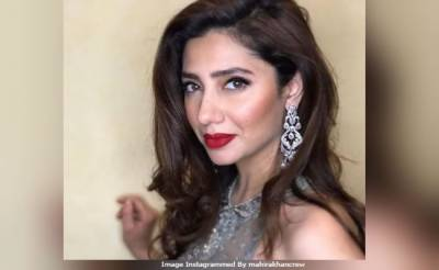 (VIDEO): Mahira Khan dance video at a Mehndi goes viral on internet