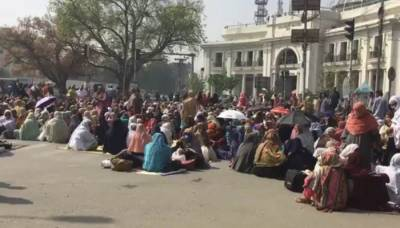 Lady health workers end protest in Lahore
