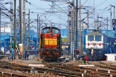 Bomb blast at Kolkata Railway track in India