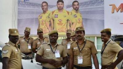 Indian spectators hurl shoes at foreign players during IPL match