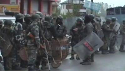 Indian Army official killed in occupied Kashmir,Trains and Internet services suspended