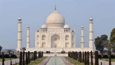 Taj Mahal minaret at entry gate collapsed: Report