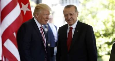 U.S. president and Turkish president Tayyip Erdogan discusses the crisis in Syria