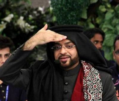 Anchorperson Dr Amir Liaqat takes a U Turn