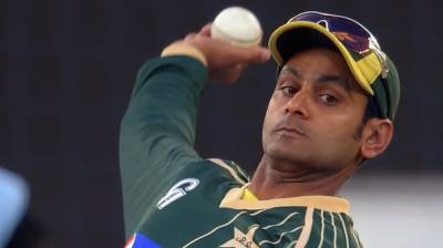 Mohammad Hafeez struggles to save his career