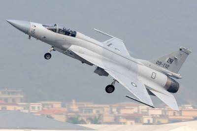 Pakistan's indigenous fighter jet JF 17 is catching up with the US F 16: International experts