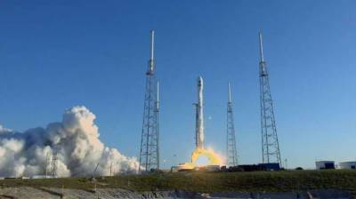 SpaceX blasts off NASA's new planet-hunter, TESS