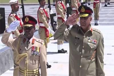 Srilankan Army Chief calls on COAS General Bajwa in GHQ