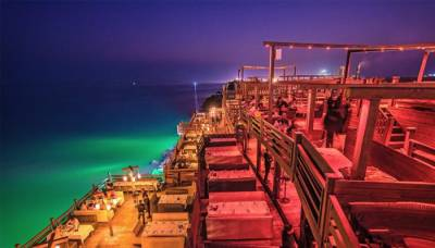 Are Karachi famous sea side restaurants