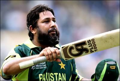 Inzamam ul Huq in action with bat yet again