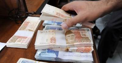 US Dollar touches unprecedented level in Pakistan, what's behind it?