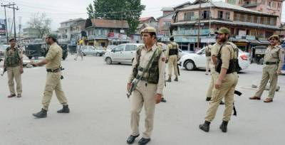 Attackers snatch 4 rifles after attack on police post in Srinagar