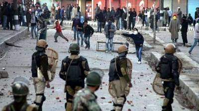 Dozen injured in Indian army's firing on protesters in Pulwama
