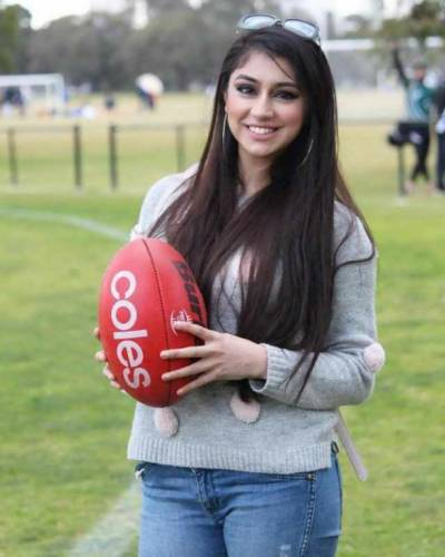 Pakistani-Australian powerlifter Maryam Nasim makes entire Pakistan proud of her