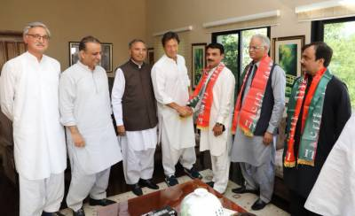 Half a dozen lawmakers from Punjab quit PML-N, join PTI