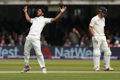 Pakistan gives a big blow to England on the first day of the historic Lord's Test